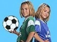 Hilf den Olsen-Zwillingen und führe ihr Fußballteam zum Erfolg. Beobachte den Schuss-Balken und klic