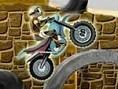 Überwinde mit Deinem Motorrad schwierige Hindernisse und anspruchsvolle Sprünge. Pfeiltasten - Steue