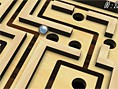 Labirent Oyunlar? 3D Labirent oyunu olan bu Unity Oyununda klasik tahta üzerinde oynad???m?z de